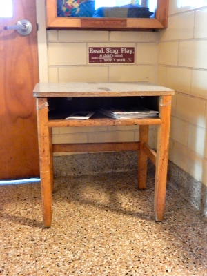 VINTAGE 1950s ELEMENTARY SCHOOL CLASS DESK WITH FORMICA TOP